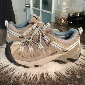 Keen waterproof hiking boots 8.5